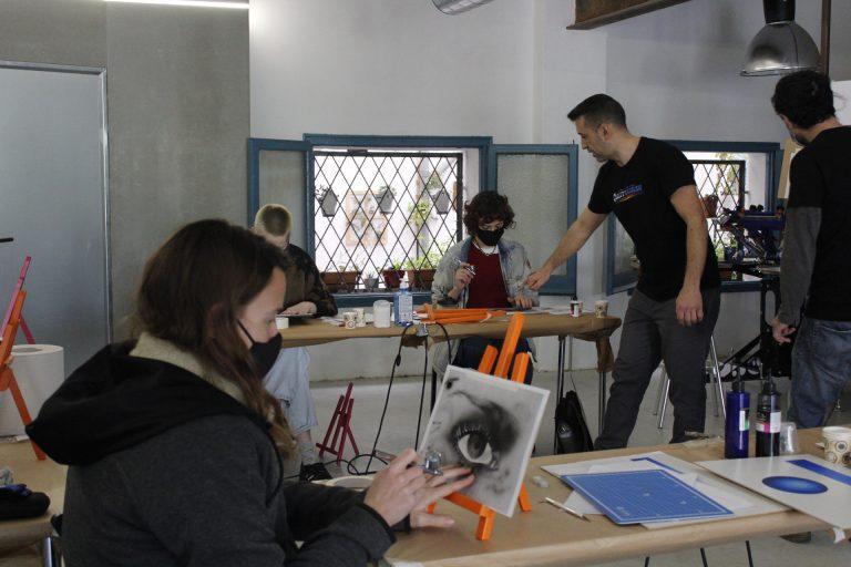 alumnos clases aerografía